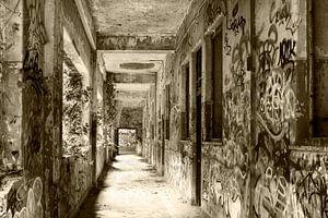 Urban - Urbex Korridor baufällig gewordene Militärkaserne, einst ein Kloster