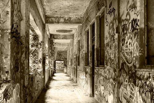 Urban - Urbex  Gang vervallen militaire kazerne ooit een klooster van