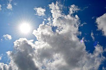 Zonnige lucht van Ron Steens