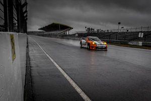 Porsche op het circuit en in de regen