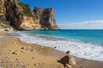 Mediterranes Sonnenlicht am Traumstrand