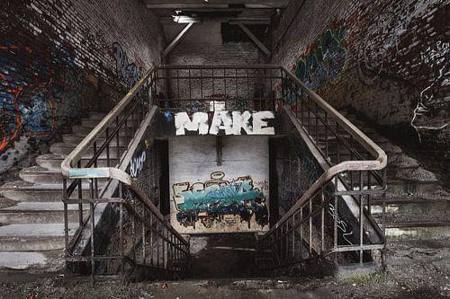 Trappen in een verlaten gebouw