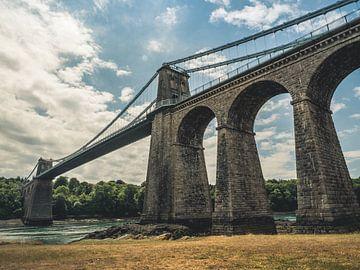 Menai Suspension Bridge, Vereinigtes Königreich - Brücke / Hängebrücke / HDR / Wolken / Säule / Wass von Art By Dominic