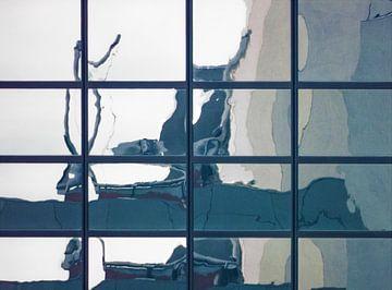 Impressie van een reflectie. van Pieter van Roijen
