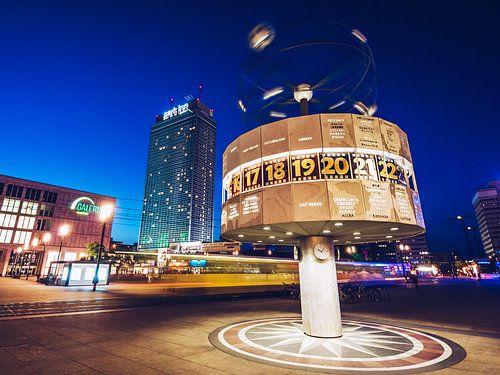 Berlin – Alexanderplatz Square van Alexander Voss