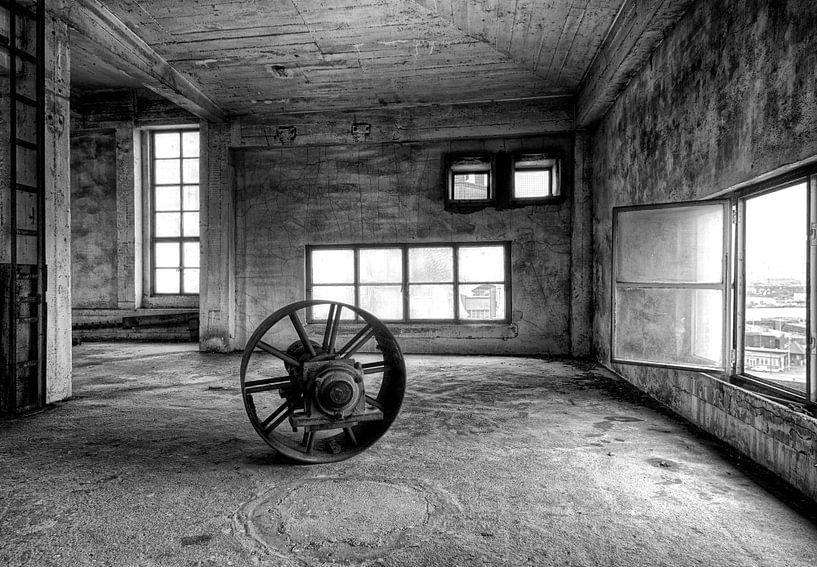 Verlaten fabriekshal van Marcel van Balken