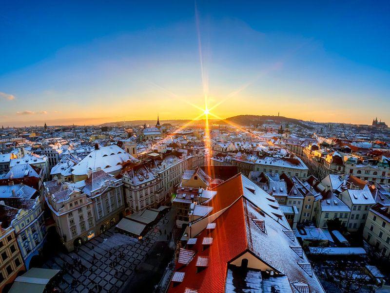Sneeuw en zon in Praag van Roy Poots
