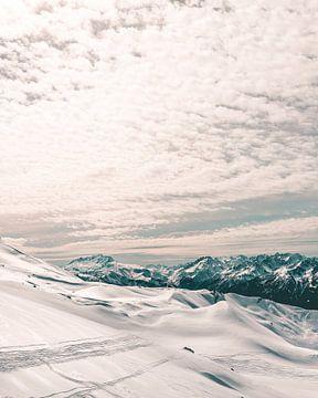 Winters uitzicht over de Franse Alpen rondom Saint Francois Longchamp van Mick van Hesteren