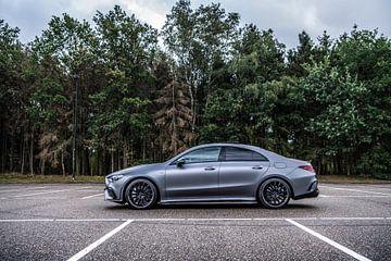 Mercedes-Benz CLA35 in het mat grijs van Bas Fransen