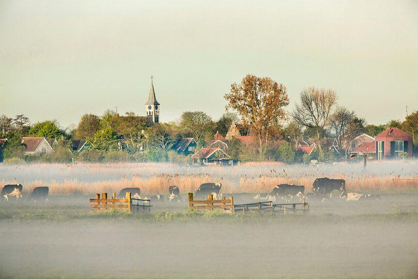 Skyline des Dorfes Jisp im Morgennebel von Frans Lemmens