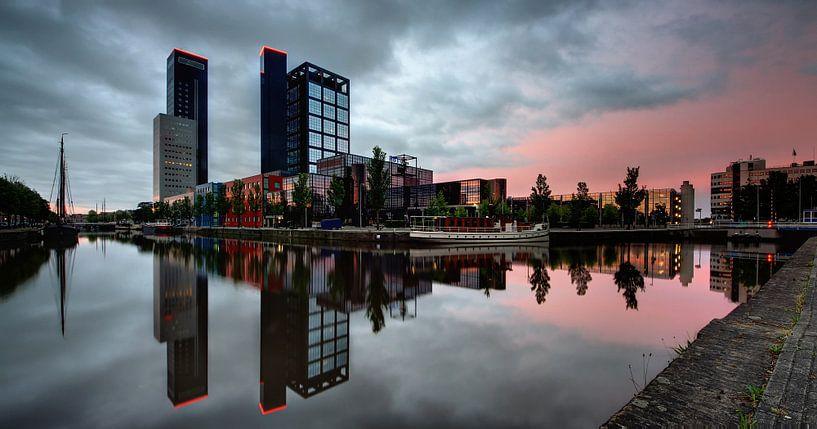 Skyline Leeuwarden bij zonsopkomst van Martijn van Dellen