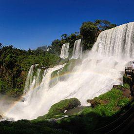 Toute la démesure des paysages du Brésil allant de l?Amazone infini aux chutes d?Iguaçu,  les plages ou encore le carnaval de Rio de Janeiro ou son Corcovado est désormais disponible chez vous. Des reproductions de photographies pour des tableaux déco modernes et contemporains.