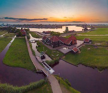 De Zaanse Schans en de molens langs de Zaan, Zaandam, , Noord-Holland, Nederland van Rene van der Meer
