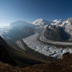 Een panorama foto van de Gornergletscher met op de achtergrond de Matterhorn von Paul Wendels
