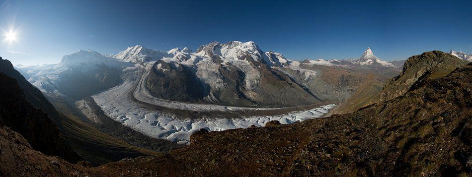 Een panorama foto van de Gornergletscher met op de achtergrond de Matterhorn