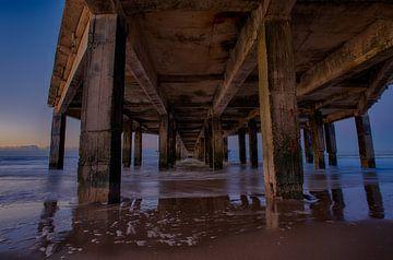 Unter dem Pier von Blankenberge von Mike Maes