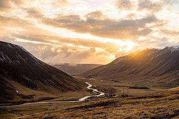 Die goldene Stunde über Island von Jordy Brada