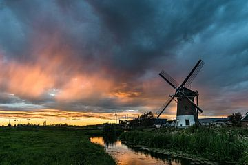 Mühle bei Gouda bei Sonnenuntergang von Menno van der Haven