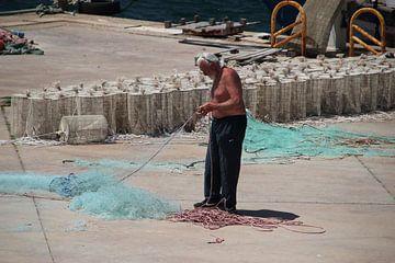 Visser aan het netten boeten  sur Monique Meijer