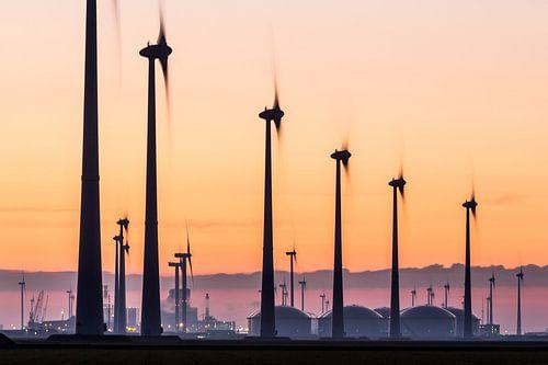 Windturbines en industrie Eemshaven van Jurjen Veerman
