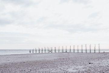High key houten aanlegsteiger op Texel van Oog in Oog Fotografie