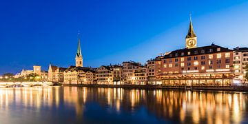 Oude binnenstad van Zürich in de avonduren van Werner Dieterich