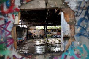Verloren plaatsen oude industriële hal/hangar