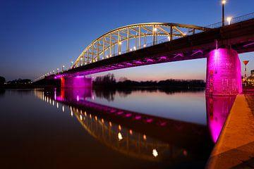 John Frostbrug over de Nederrijn bij Arnhem in de avond von Merijn van der Vliet
