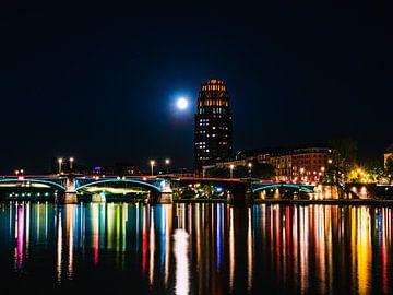 Frankfurt in der Nacht mit Brücke von Mustafa Kurnaz