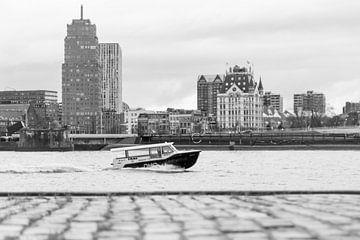 Watertaxi op de Nieuwe Maas, Rotterdam von Peter Hooijmeijer