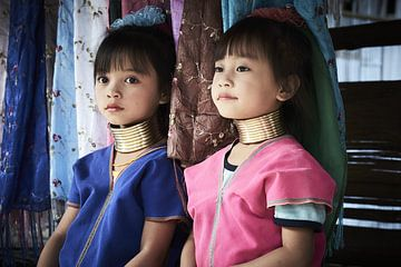 2 langnek meisjes in Myanmar van Karel Ham