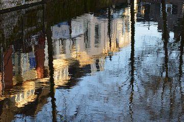 Amersfoort kade in het water. van Marcel Huisman