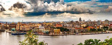 Panorama van de oude stad van Havana Cuba van Dieter Walther