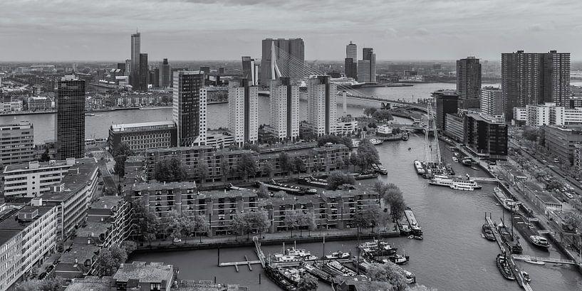 Uitzicht op de Leuvehaven en Wilhelminapier in Rotterdam van Tux Photography