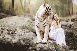 Witte tijger met mooie vrouw