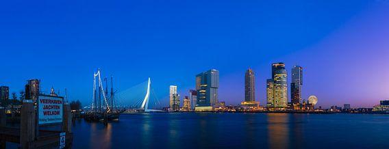 Kop van Zuid met supermaan (panorama) van Prachtig Rotterdam