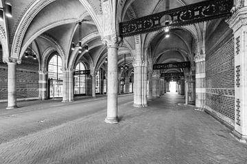 Verlassener Tunnel unter dem Rijksmuseum in Amsterdam an einem Werktag morgens von Sjoerd van der Wal