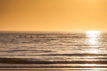 Supboarden bij Zonsondergang van Aiji Kley