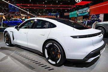 Porsche Taycan Turbo S vollelektrischer Luxus-Performance-Wagen von Sjoerd van der Wal