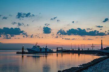 Bremerhaven - Sonnenuntergang am Hafen von Sabine Wagner