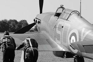 Zwei Piloten und Hurrikan-Flugzeug