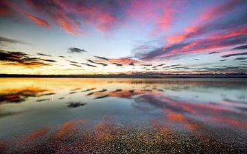 LP 71337511 zonsopgang en weerspiegeling van wolken bij het meer van Starnberg in Duitsland van BeeldigBeeld Food & Lifestyle
