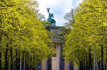 Brandenburger Tor en Quadriga in het Tiergarten Park in Berlijn