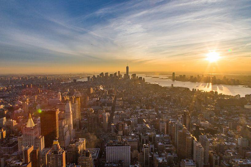 Manhattan skyline zonsondergang van Sjoerd Tullenaar