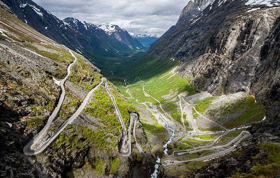 Uitzicht over Trollstigen van Dirk Jan Kralt