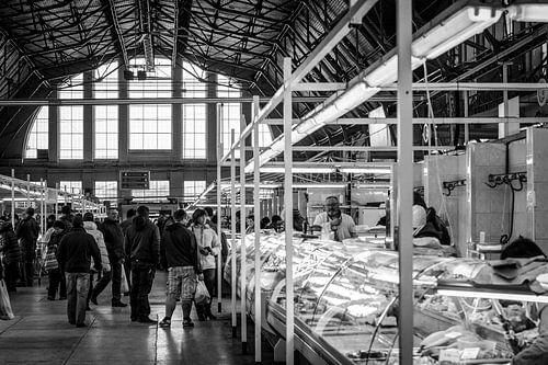 Riga oude markthal zeppelin loods zwart wit