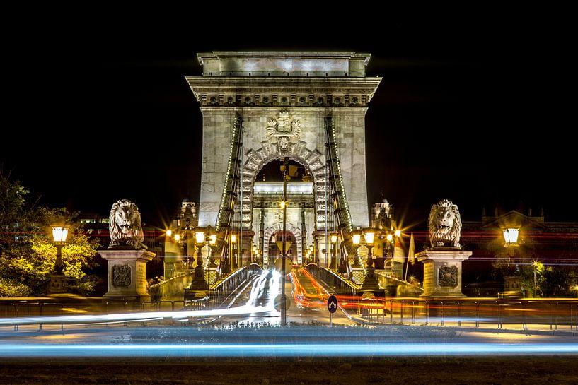 Budapest by Night van Julian Buijzen