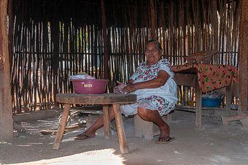 Mexico: Maya-vrouw (Santa Elena) van Maarten Verhees