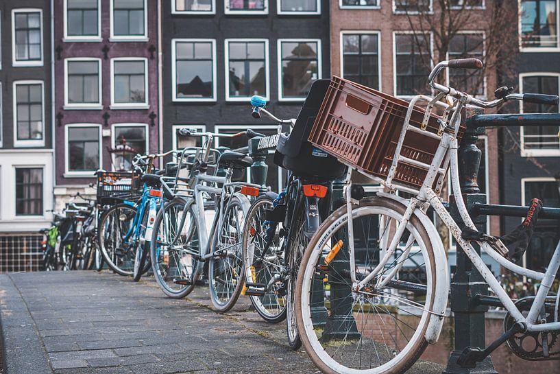 fietsen in Amsterdam van Ali Celik