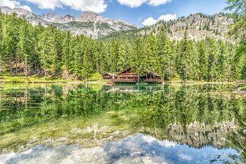 Huis aan Lago Ghedina in de Dolomieten van Rene Siebring